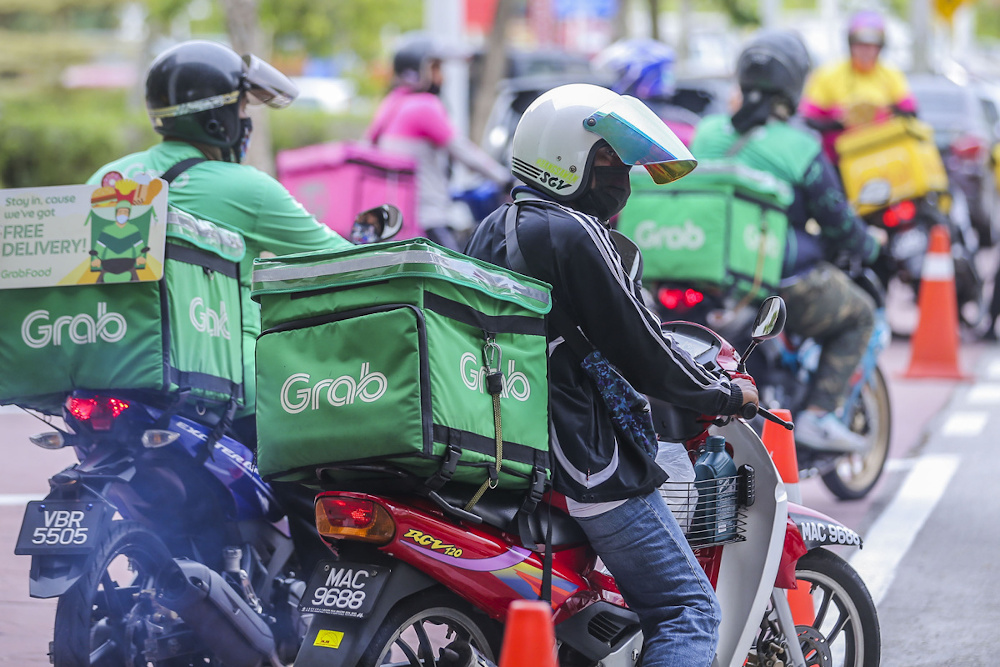 Minister Datuk Seri Alexander Nanta Linggi said this move was to improve the services offered to consumers, traders and riders, including reviewing a lower charge rate compared with the existing rate. ― Picture by Hari Anggara
