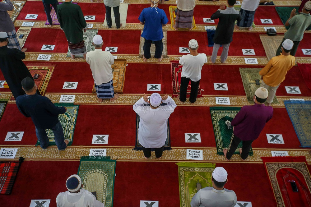 Muslims perform Friday prayers at the Muhammadiah Mosque in Ipoh February 12, 2021. ― Picture by Farhan Najib