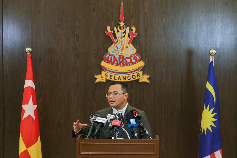 Selangor Mentri Besar Datuk Seri Amirudin Shari speaks during a press conference in Shah Alam May 5, 2021. — Picture by Yusof Mat Isa