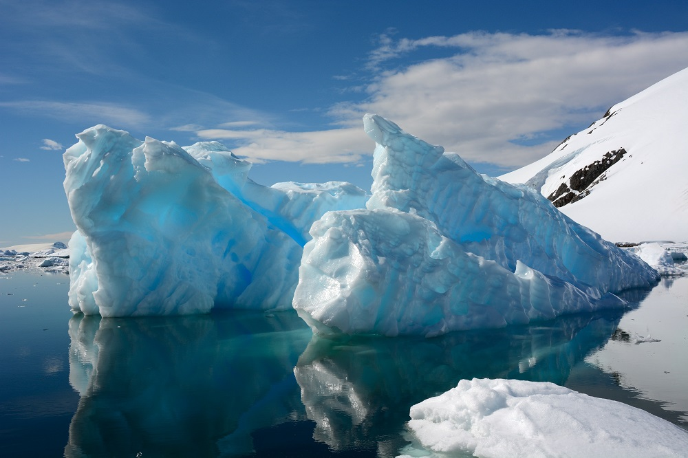 A study led by researchers at Britain's University College London, concluded the ice in the coastal regions was thinning at a rate 70 to 100 per cent faster than the established consensus. — ETX Studio pic