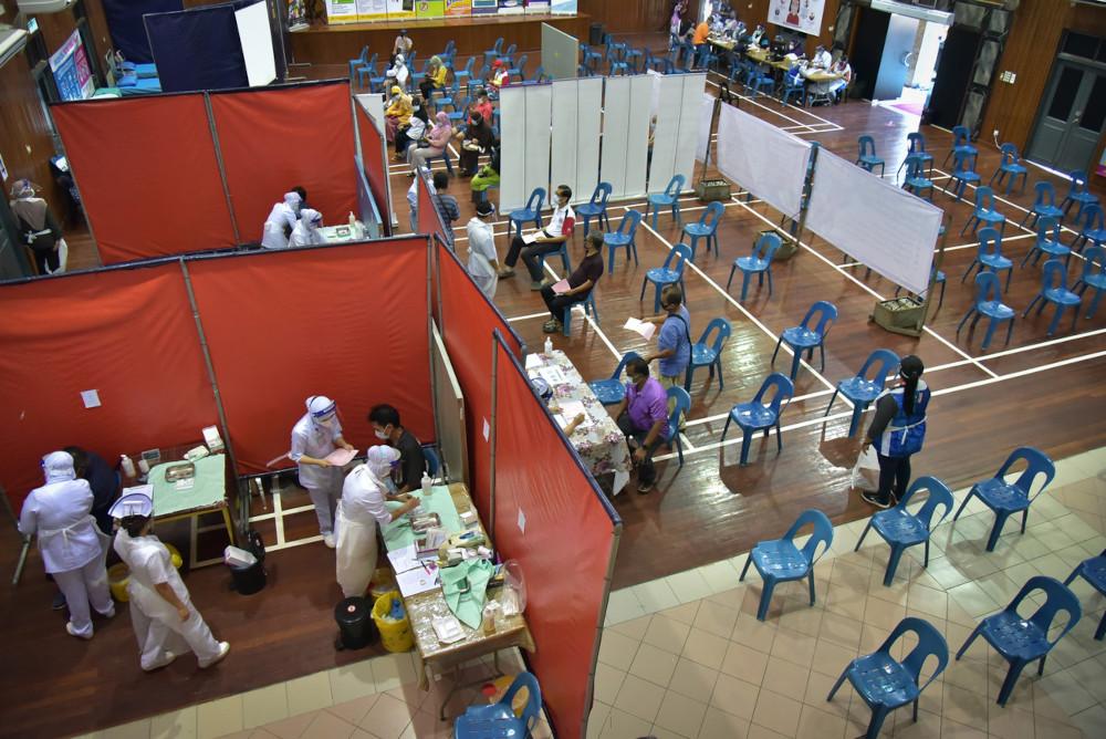A general view of Vaccination Centre (PPV) in Dewan JKR in Labuan, June 2, 2021. — Bernama pic