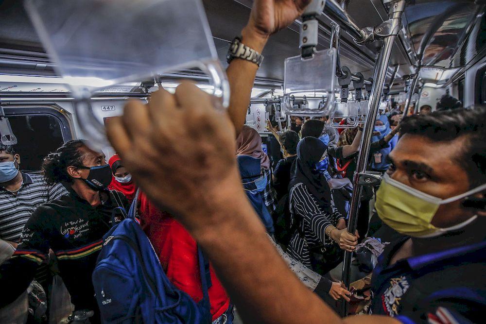 A general view during peak hour at Pasar Seni LRT station May 25, 2021. ― Picture by Hari Anggara