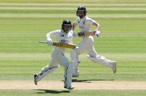 England's Tamsin Beaumont and Heather Knight run between the wickets.