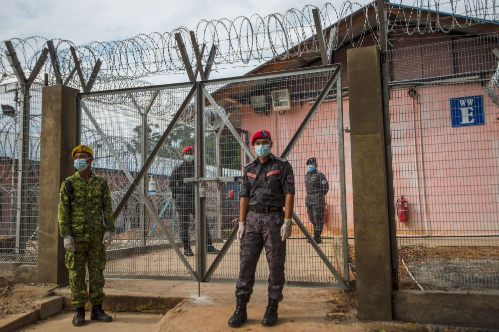 Officers are seen guarding the Temporary Millennium Beranang Immigration Depot in Beranang June 3, 2021. — Picture by Shafwan Zaidon