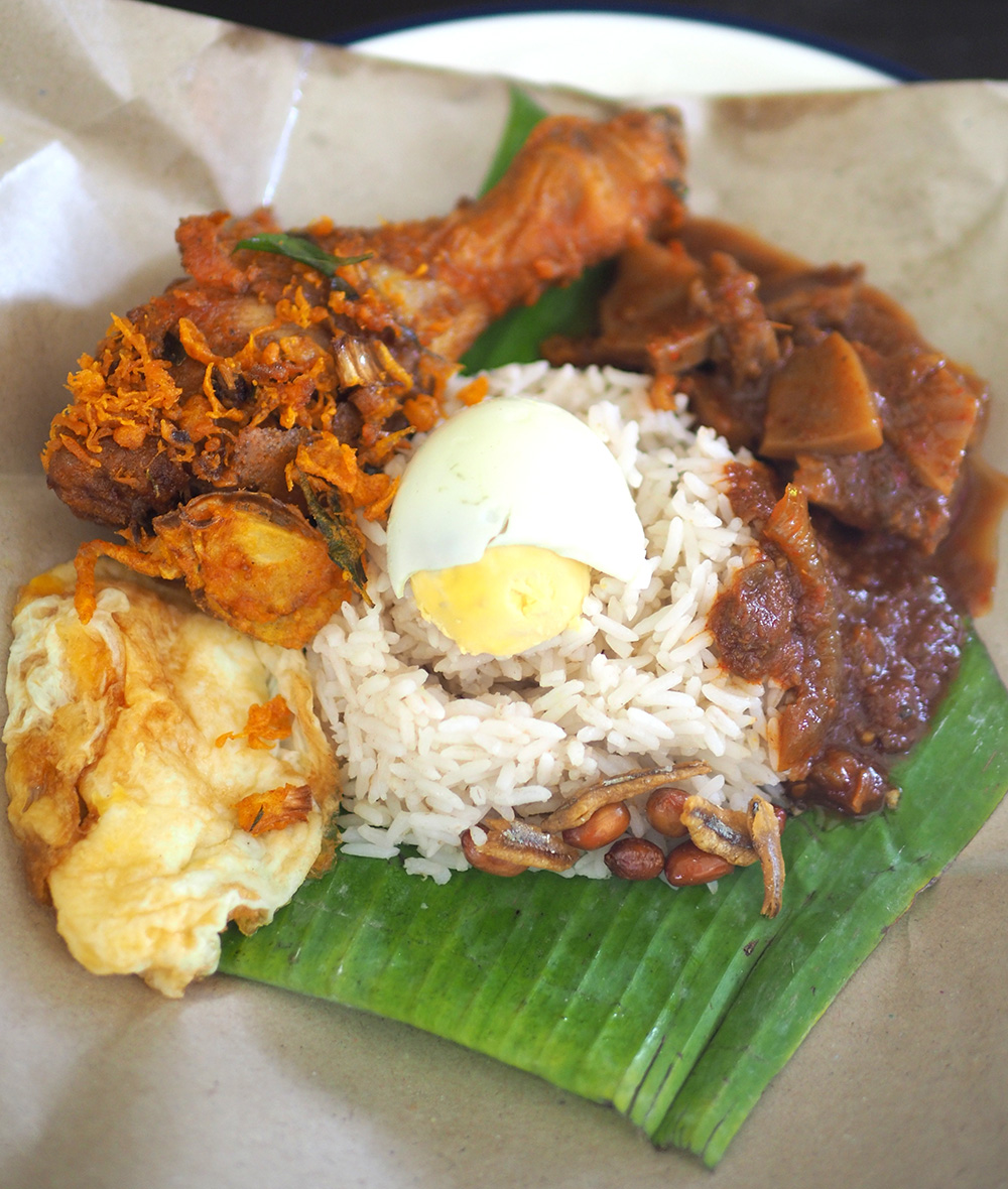 It's all about 'nasi lemak' here with fragrant coconut milk scented rice paired with fried chicken, tender 'sotong' and 'sambal'. — Pictures by Lee Khang Yi