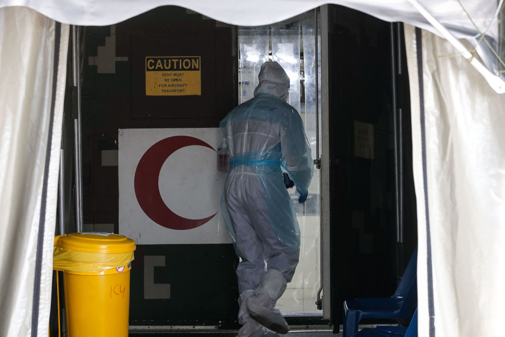 The setting up of the Tawau Field Hospital will be expedited to assist Sabah's fight against the Covid-19 pandemic on its east coast, said Chief Minister Datuk Seri Hajiji Noor. — Picture by Sayuti Zainudin