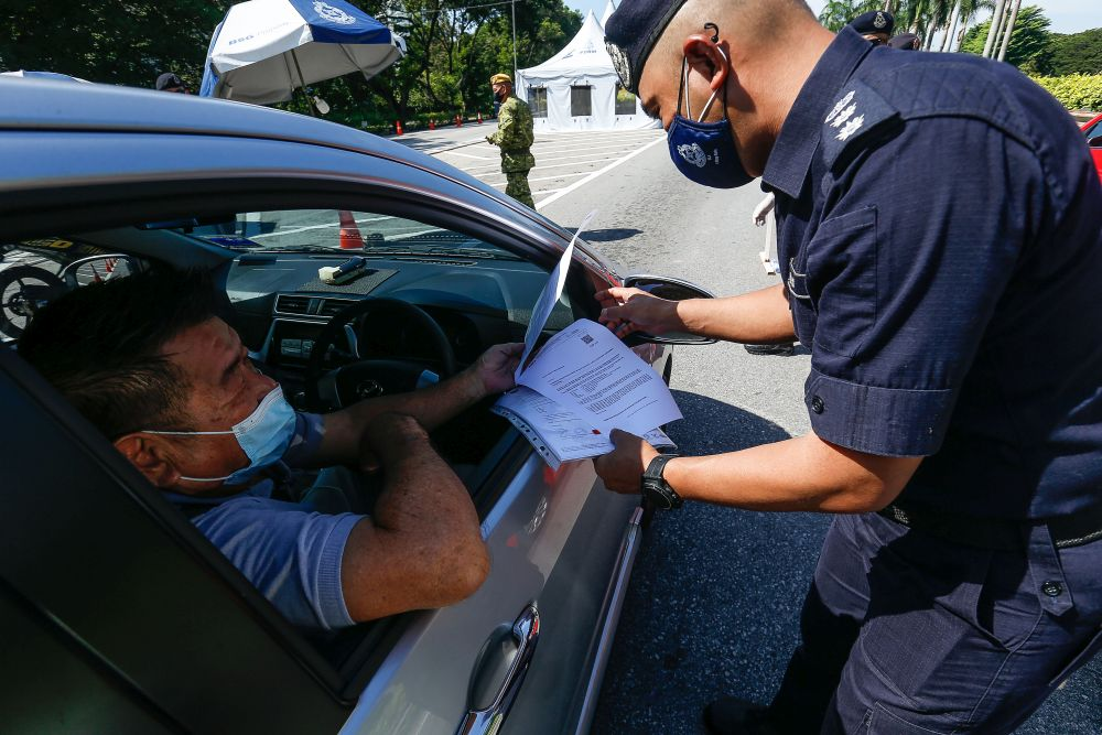 Penang Northeast District police chief Assistant Commissioner Soffian Santong conducts checks on vehicles at a roadblock on the Tun Dr Lim Chong Eu Expressway June 1, 2021. — Picture by Sayuti Zainudin