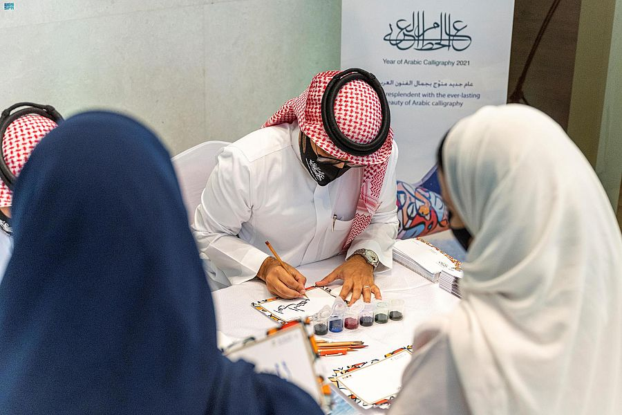Two calligraphers in the airport's halls wrote the names of passengers in Arabic calligraphy on boarding passes as a keepsake. (SPA)