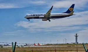 Ryanair flight FR1080 from London Stansted lands in Humberto Delgado International Airport.