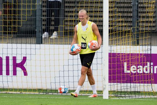 Erling Haaland looks on in Borussia Dortmund pre-season training