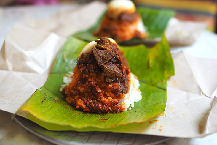 If you love cow's lungs, they also offer 'nasi lemak paru'.