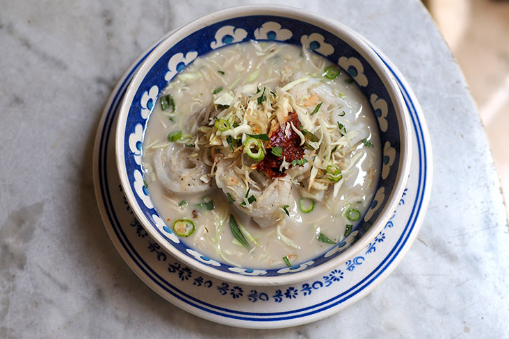 'Laksam' is also available with a thinner coconut milk broth.
