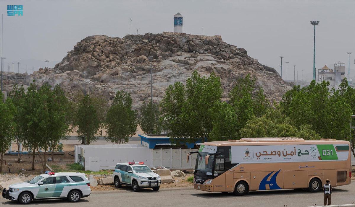 Hajj pilgrims flocked to Mount Arafat early Monday morning after converging in Mina for Tarwiyah. (SPA)