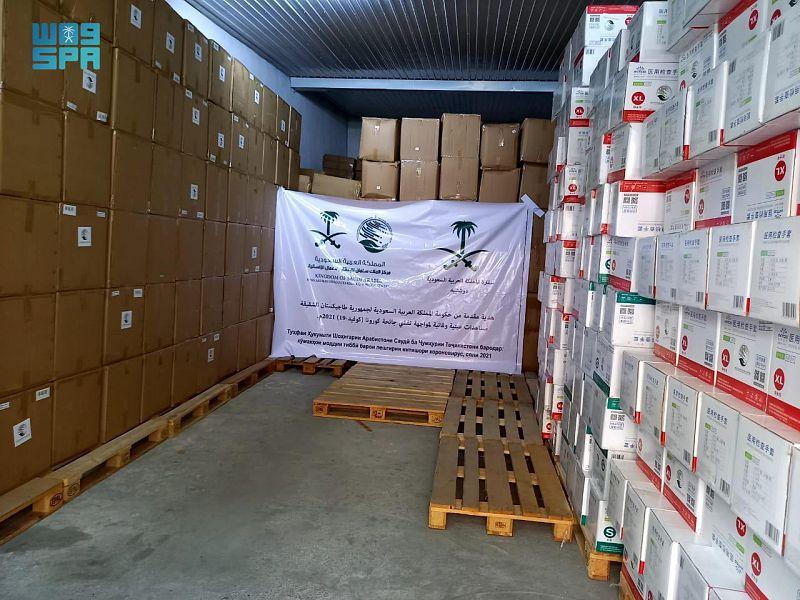 Saudi ambassador to Tajikistan Walid Al-Rasheedan delivered the aid to the Tajik government. (SPA)