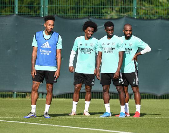 Pierre-Emerick Aubameyang, Willian, Eddie Nketiah and Alexandre Lacazette look on in Arsenal training