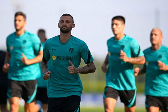 Inter Milan players perform running drills in training
