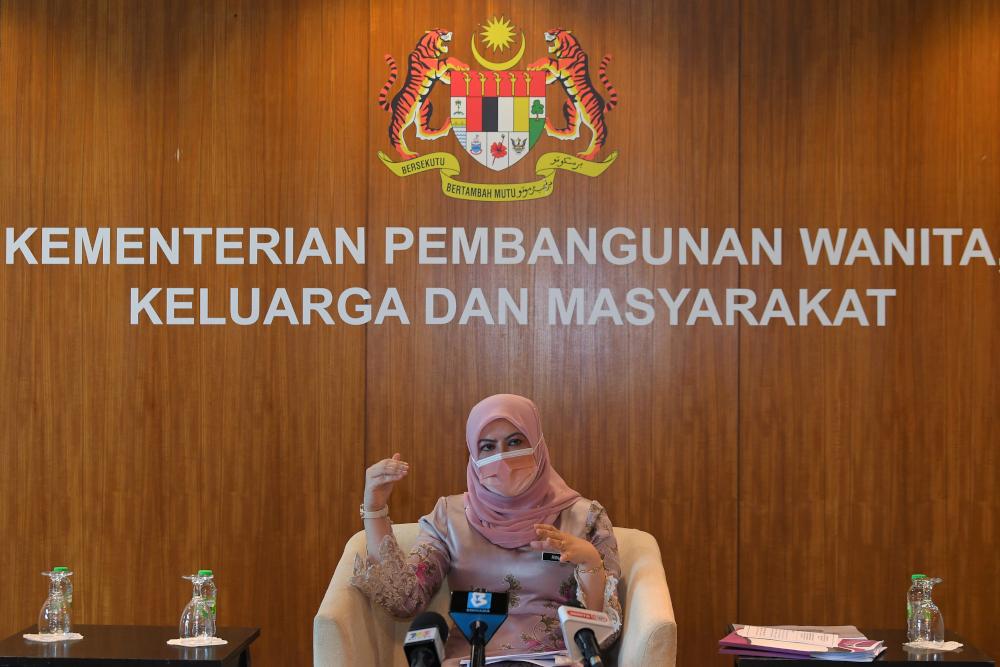 Women, Family and Community Development Minister Datuk Seri Rina Mohd Harun said the ministry provided three additional telephone numbers to facilitate applications for the Bakul Prihatin Negara aid. — Bernama pic