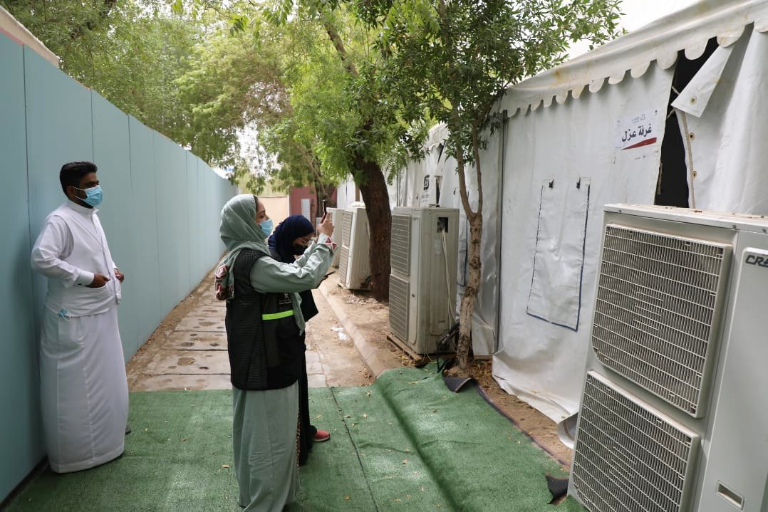 A member of the Hajj ministry inspection team takes pictures of pilgrims' tents in Mina on Monday. (Supplied)