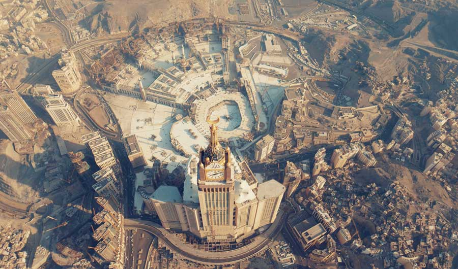 The final phase opened the door to pilgrims and worshipers from outside Saudi Arabia to perform Umrah covering 100 percent of the mosque's capacity. (Photo/Shutterstock)