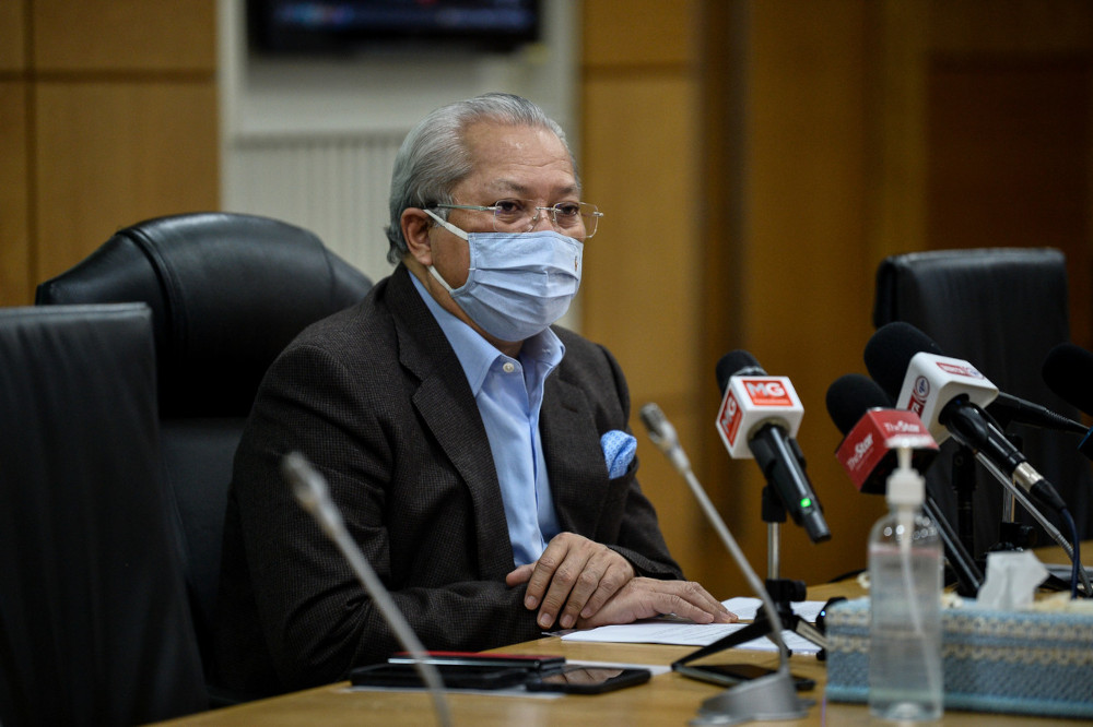 Tan Sri Annuar Musa emphasised that internet access was a priority that he would pay attention to. — Bernama pic