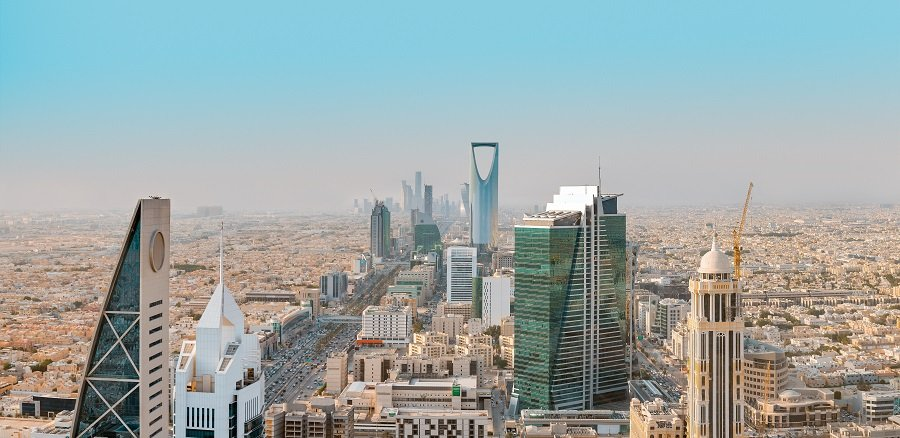 Higher oil output amid an OPEC+ agreement has helped push Saudi Arabia's economic recovery in 2021. (Shutterstock photo)