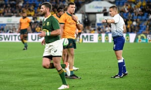 Willie le Roux of the Springboks receives a yellow card