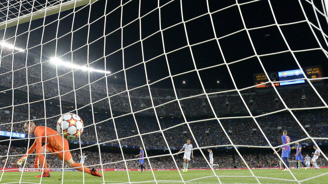Bayern beats Barcelona 3-0 in team's first loss since ...