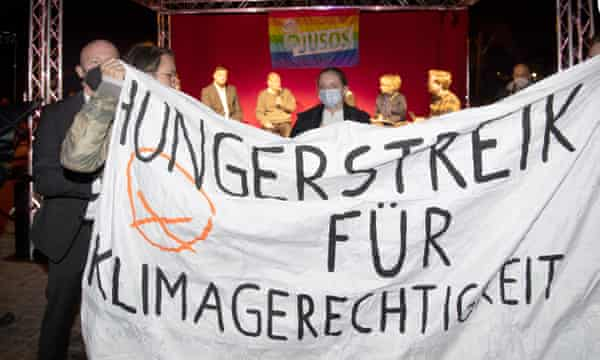 Climate activists in Potsdam demand a live TV debate with Olaf Scholz.