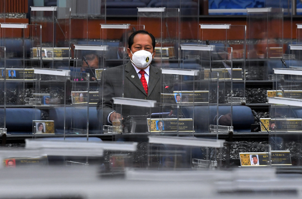 In debating the King's address in the Dewan Rakyat today, the former deputy finance minister said that while a RM63.8 billion complete write-off is impossible, it is at least feasible to cap the initiative at 20 per cent. — Bernama pic