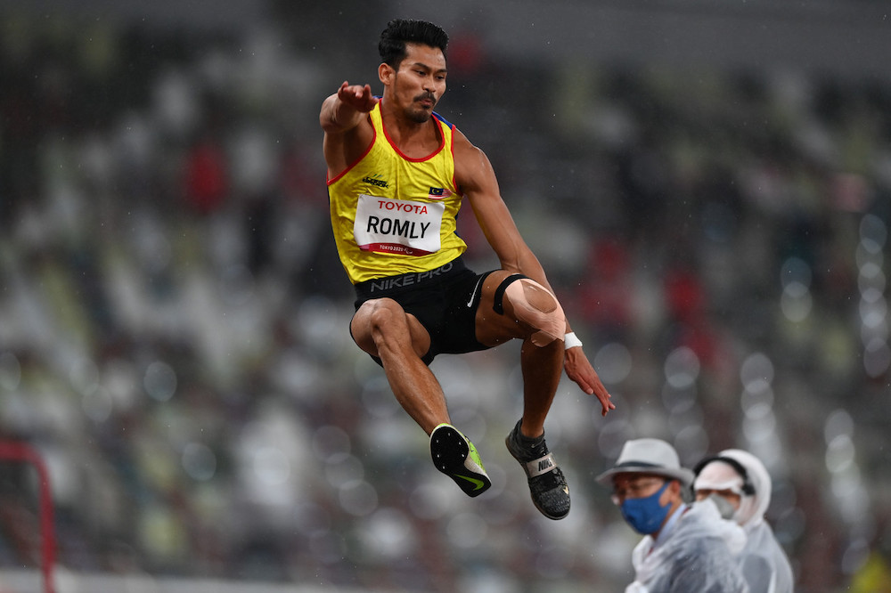 National paralympic long jump athlete Abdul Latif Romly suffered a groin injury during the Tokyo Paralympics. — Bernama pic