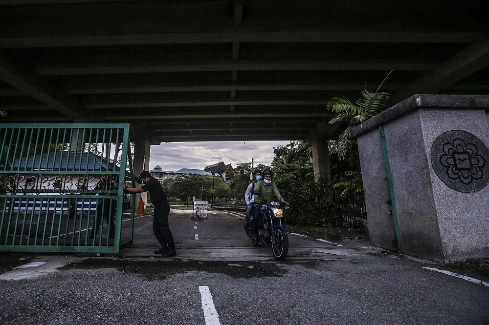International Islamic University Malaysia students are seen leaving the campus in Gombak April 1, 2021. — Picture by Hari Anggara