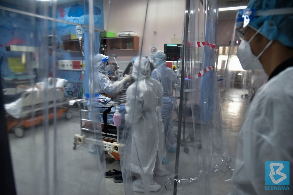 Medical staff donning full personal protective equipment (PPE) performing their duty in the Covid-19 ward at Labuan Nucleus Hospital on June 27. — Bernama pic