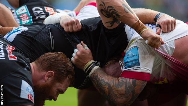 A scrum in a game between Exeter and Harlequins