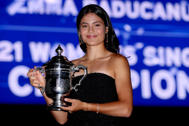 Emma Raducanu holds her US Open 2021 trophy in New York