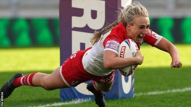 Saints skipper Jodie Cunningham had both a yellow card and a stunning try to show for her afternoon's work in Leeds