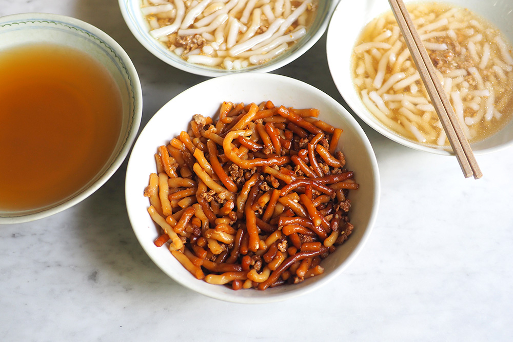 Their own-made 'lai fun' is pure comfort food where you can get it with a clear, sweet chicken soup or tossed with dark soy sauce.
