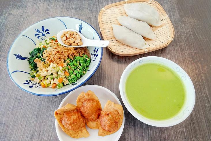 A Hepo Hakka spread: 'lei cha', 'yong tofu' and 'choi pan' dumplings.