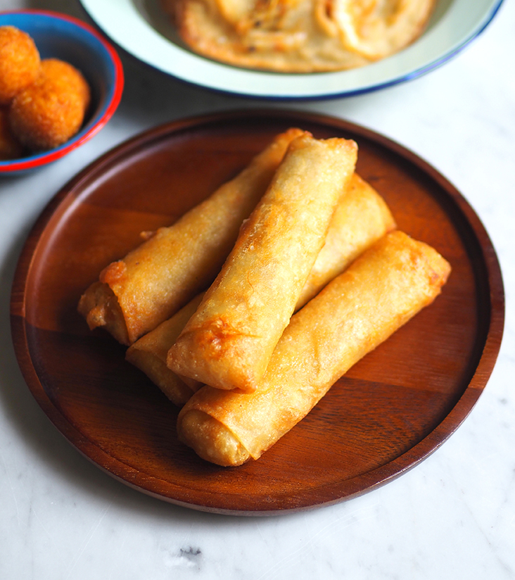 Pick up these deep fried popiah that are delicious on their own.