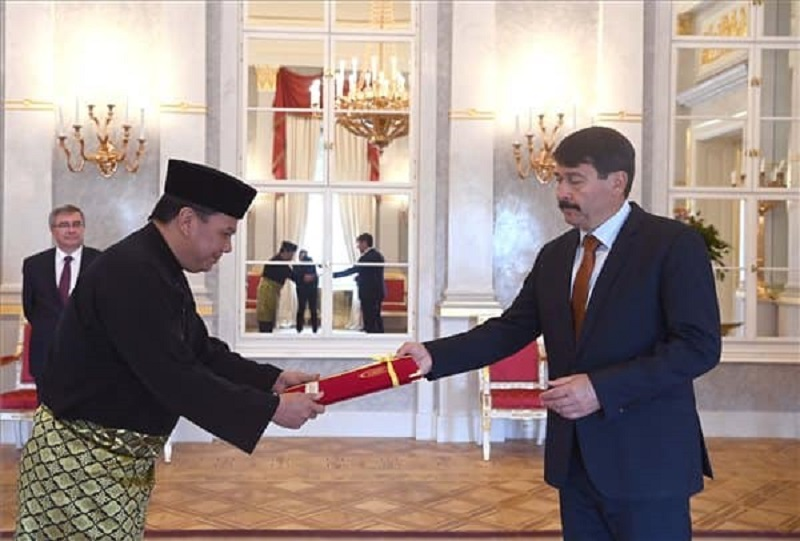 Francisco Munis (left), a career diplomat who hails from Sabah, is also accredited as the designated Ambassador of Malaysia to Slovenia and the Republic of North Macedonia based in Budapest. — Picture via Facebook/ Embassy of Malaysia in Budapest