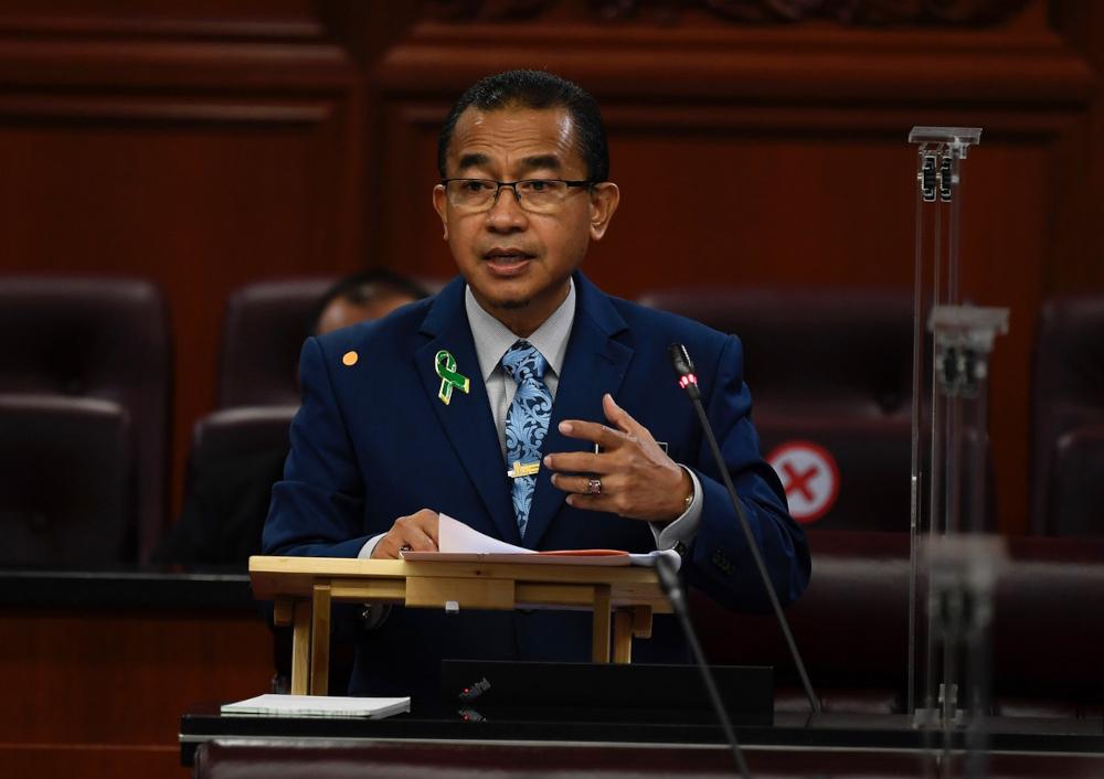 Deputy Health Minister Datuk Dr Noor Azmi Ghazali replying to a question in Dewan Negara, October 14, 2021. — Bernama pic