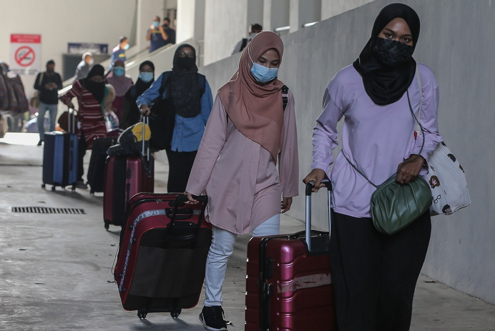 Students make their way to board the bus at UiTM Shah Alam May 7, 2021. ― Picture by Yusof Mat Isa