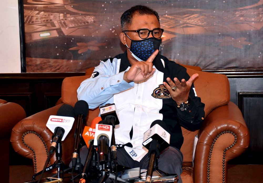 Sungai Udang assemblyman Datuk Seri Idris Haron speaks during a press conference in Melaka October 5, 2021. — Bernama pic