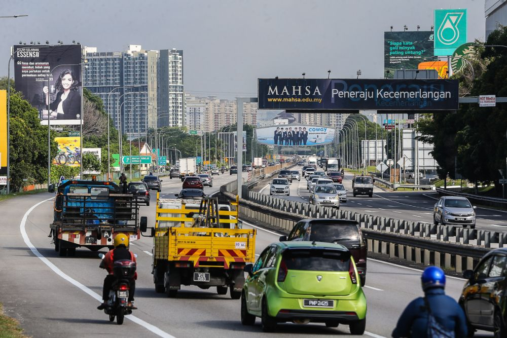 File picture shows a general view of traffic at the North-South Expressway near the Serdang exit October 11, 2021. — Picture by Yusof Mat Isa
