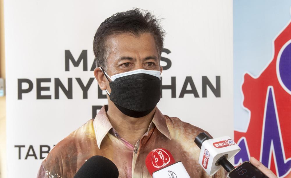 Kelantan State Health Department director Datuk Dr Zaini Hussin speaks to the media in Kota Baru, October 14, 2021. — Bernama pic