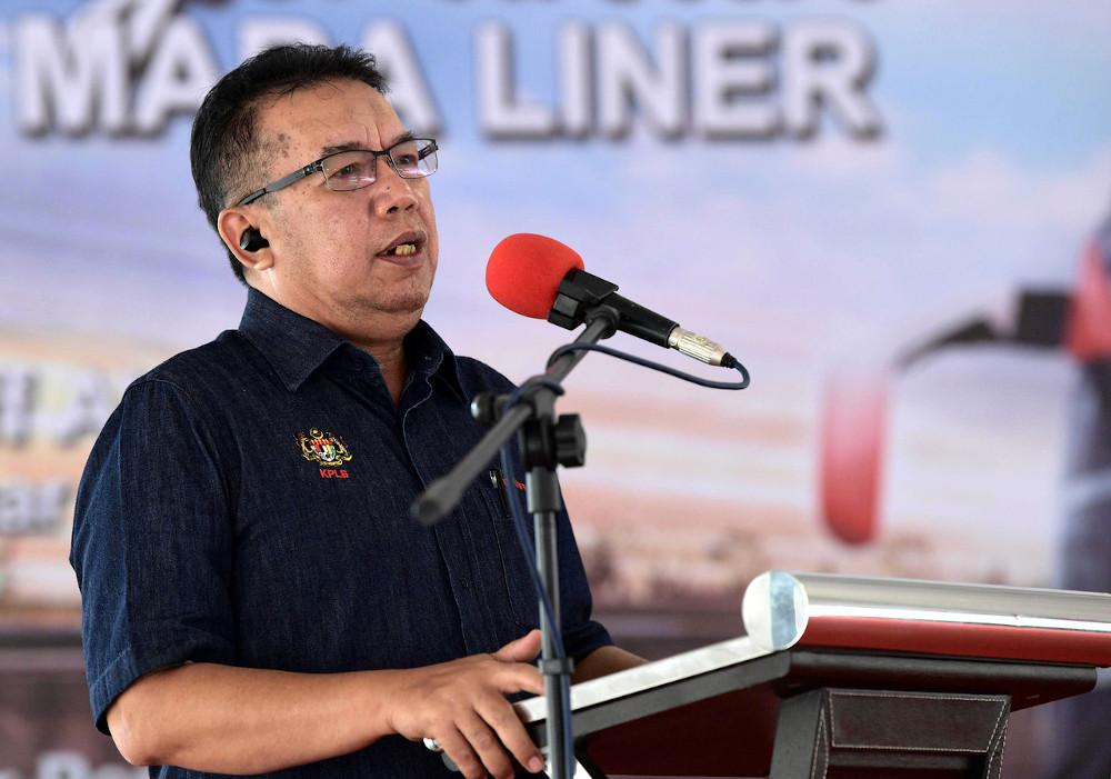 Datuk Abdul Latiff Ahmad speaks during a press conference in Bandar Penawar in Johor, October 5, 2020. — Bernama pic