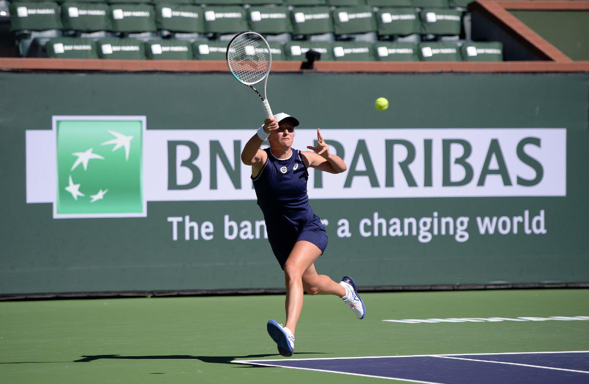 Iga Swiatek hits a shot against Veronika Kudermetova at Indian Wells Tennis Garden on Oct. 10, 2021. (Orlando Ramirez-USA TODAY Sports)