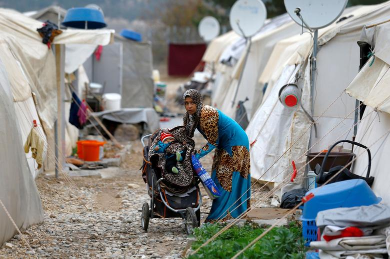 An estimated 15 to 20 women originally from the UK are among the 60,000 women and children who have been detained in the camps since the collapse of Daesh. (Reuters/File Photo)