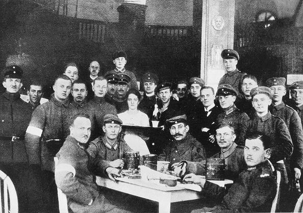 Januarkämpfe 1919 Berlin - Soldaten d. Gardekavallerie-Schützendevision im Hotel Eden, darunter der Mörder v. R.Luxemburg
