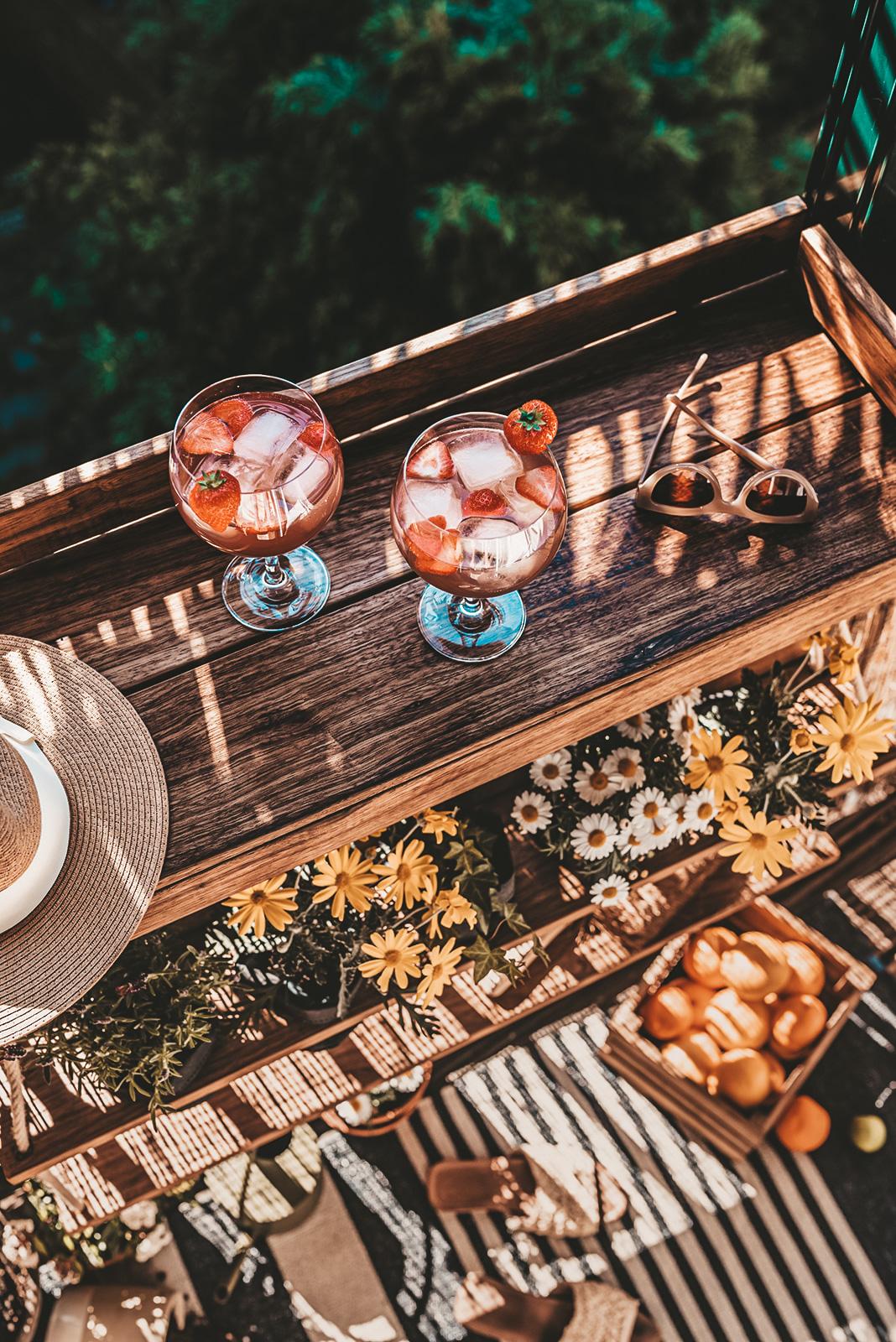 Balkonbar met gin tonics