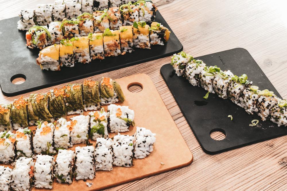 Borrelplank met sushi
